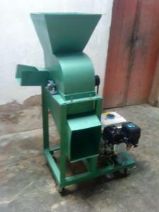 mesin pencacah rumput dan penghancur kulit kedelai